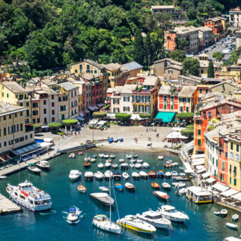 You can't really get paid $2,000 to live under the Italian sun, but the rumor has gone viral