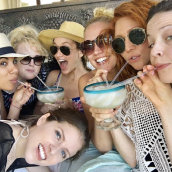 """Anna Kendrick and the """"Pitch Perfect"""" cast are on a tropical vacay together, and they are #SquadGoals af"""
