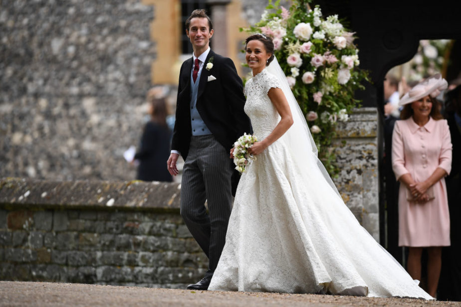 Kate 39 s wedding dress vs pippa 39 s which beautiful bride for Second hand wedding dresses near me