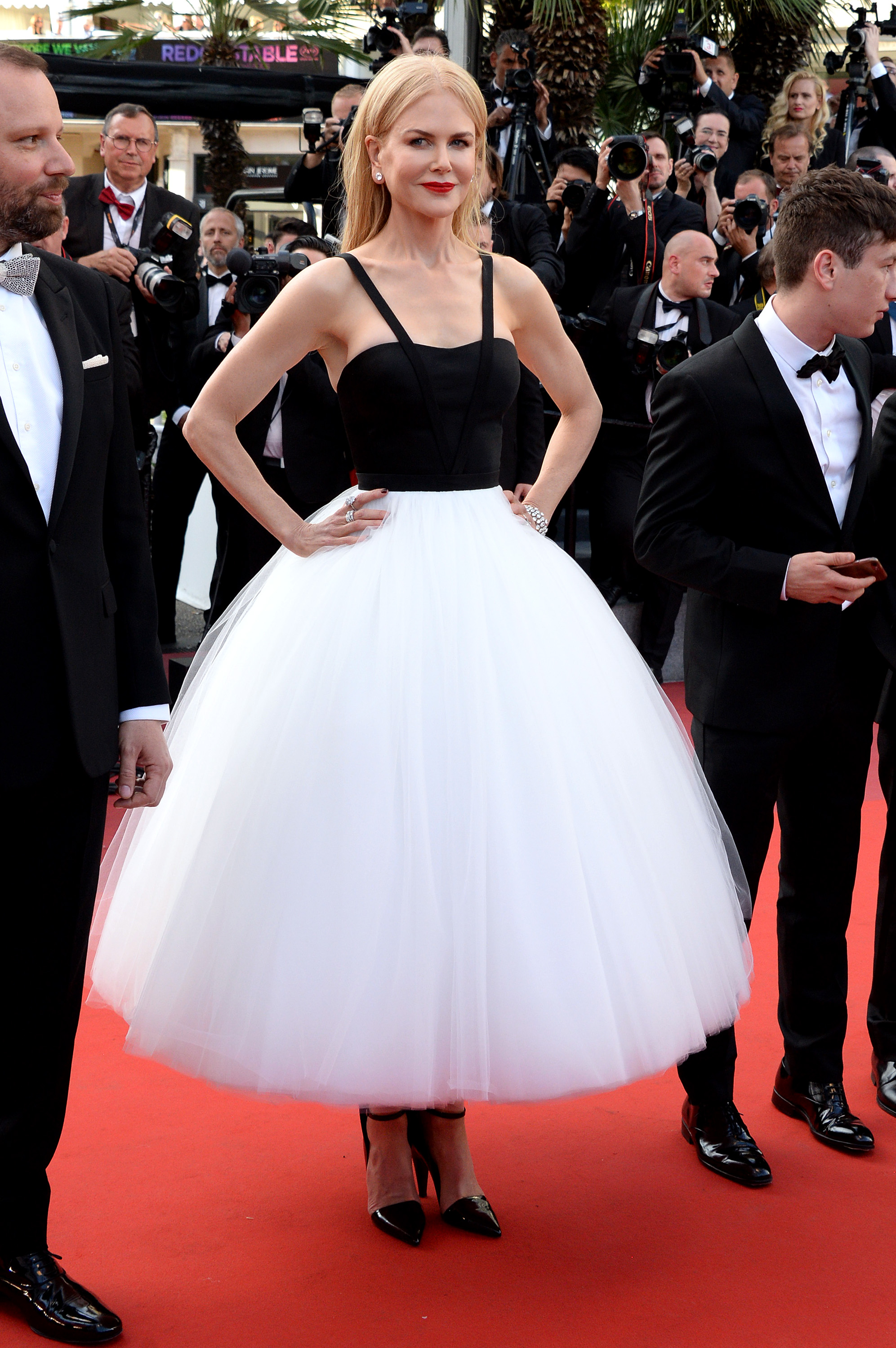nicole kidman 39 s latest cannes look is a costume fit for a. Black Bedroom Furniture Sets. Home Design Ideas