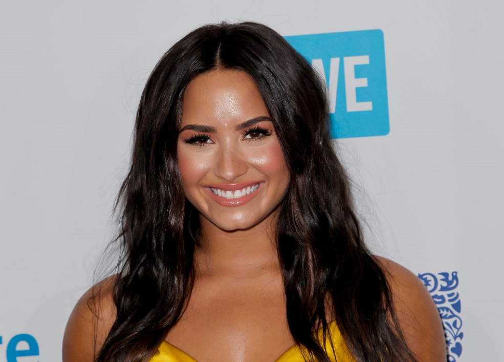 Demi Lovatos New Chocolate Hair Is A Candy Lovers Dream