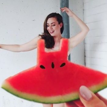 "Twitter is obsessed with these ""watermelon dress"" optical illusions"