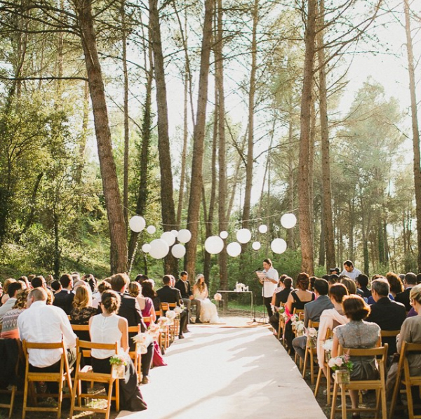 Small wedding ideas that will make it feel like a big for Small wedding reception decorations