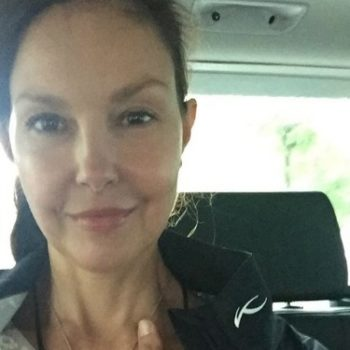 """Ashley Judd called out an act of """"everyday sexism"""" at the airport, is now our hero"""