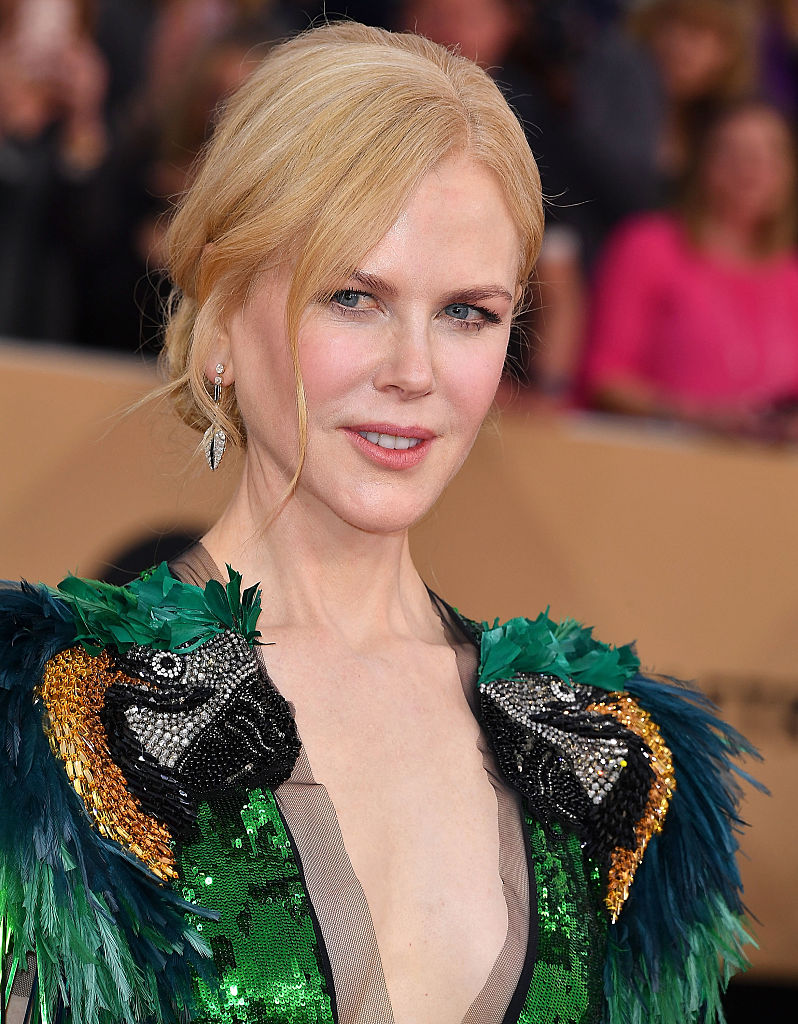 Jewelry 2018 >> Nicole Kidman looked like a beautiful silver and pink bird ...