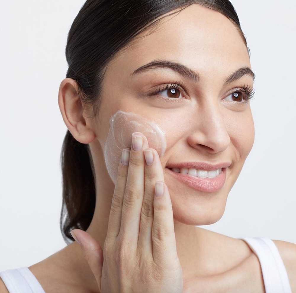 The New Double Cleansing' Trend Says You Should Wash Your Face Twice—But Is It Worth It foto