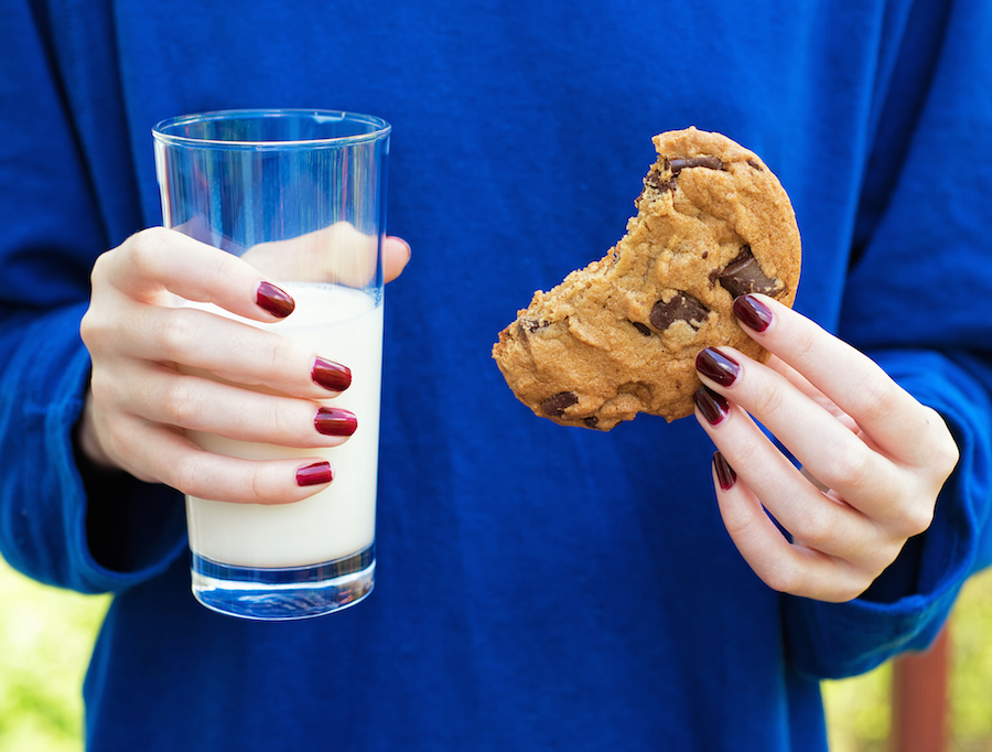 drinking milk after eating meat this is why we crave a glass of milk after cookies 382