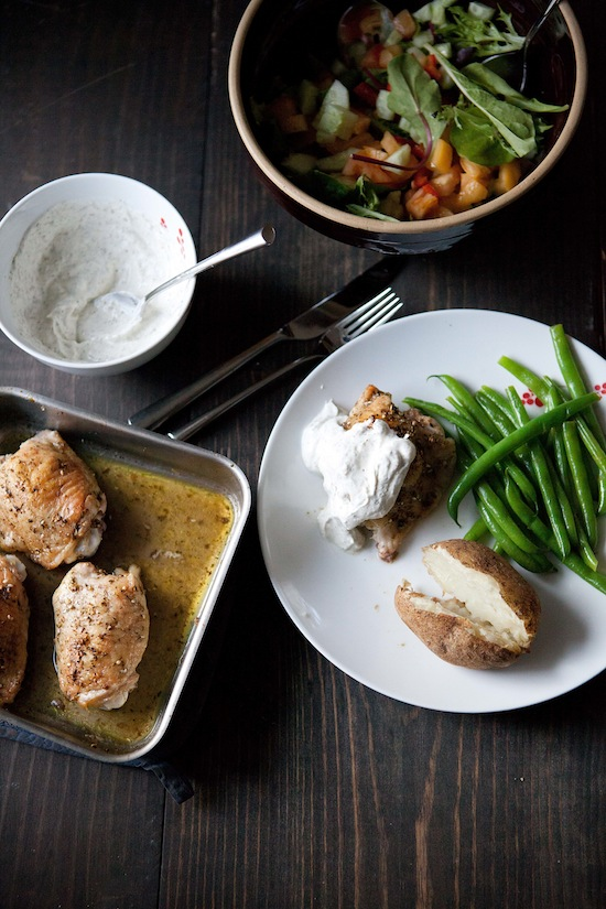 zaatar chicken with yogurt sauec