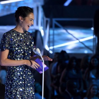 """Gal Gadot is all giggles in these adorable """"Wonder Woman"""" bloopers"""