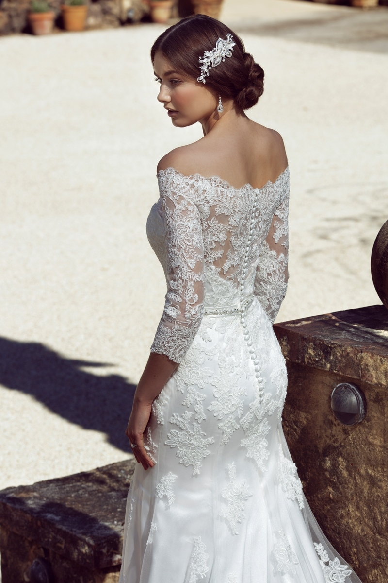 Ana\'s wedding dress in the \