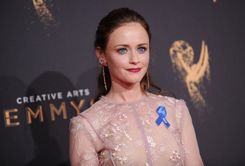 Alexis Bledel's simple 2017 Emmys dress is perfectly suited for her