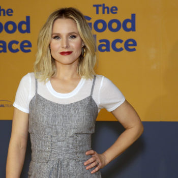 Kristen Bell got serenaded by a Hurricane Irma evacuee, and the video will remind you there's good in this world