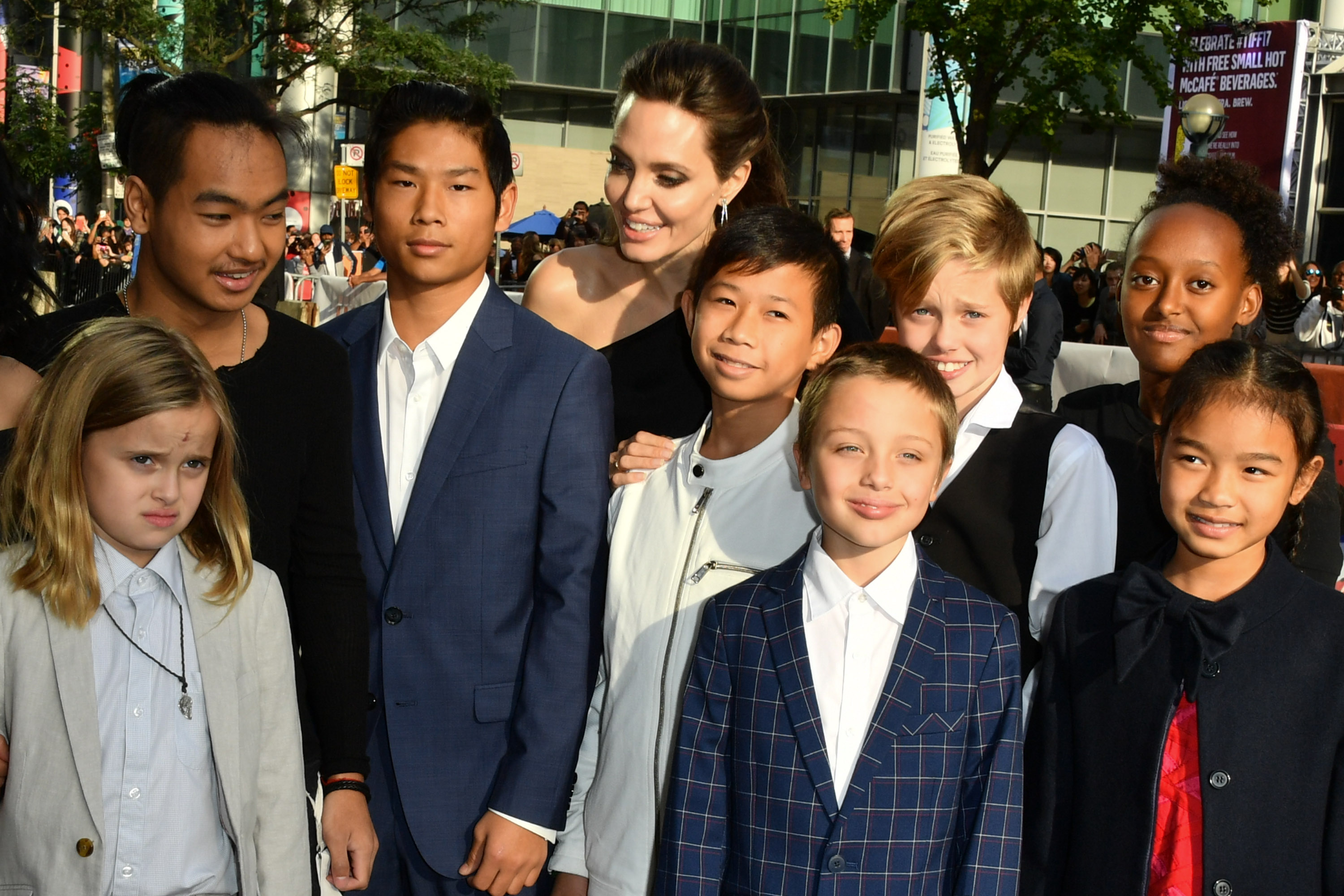 Angelina Jolie brought her kids to another premiere, and ...