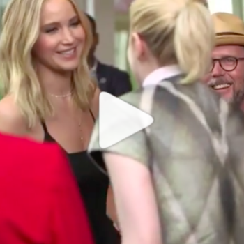 Jennifer Lawrence and Emma Stone struggling to hug each other is the most real thing that ever happened in Hollywood
