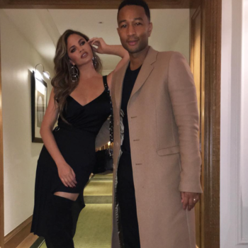 Chrissy Teigen had the best response to a tabloid claiming she and John Legend are getting divorced