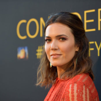 Mandy Moore just wore her alleged engagement ring on the red carpet, and it's so sparkly