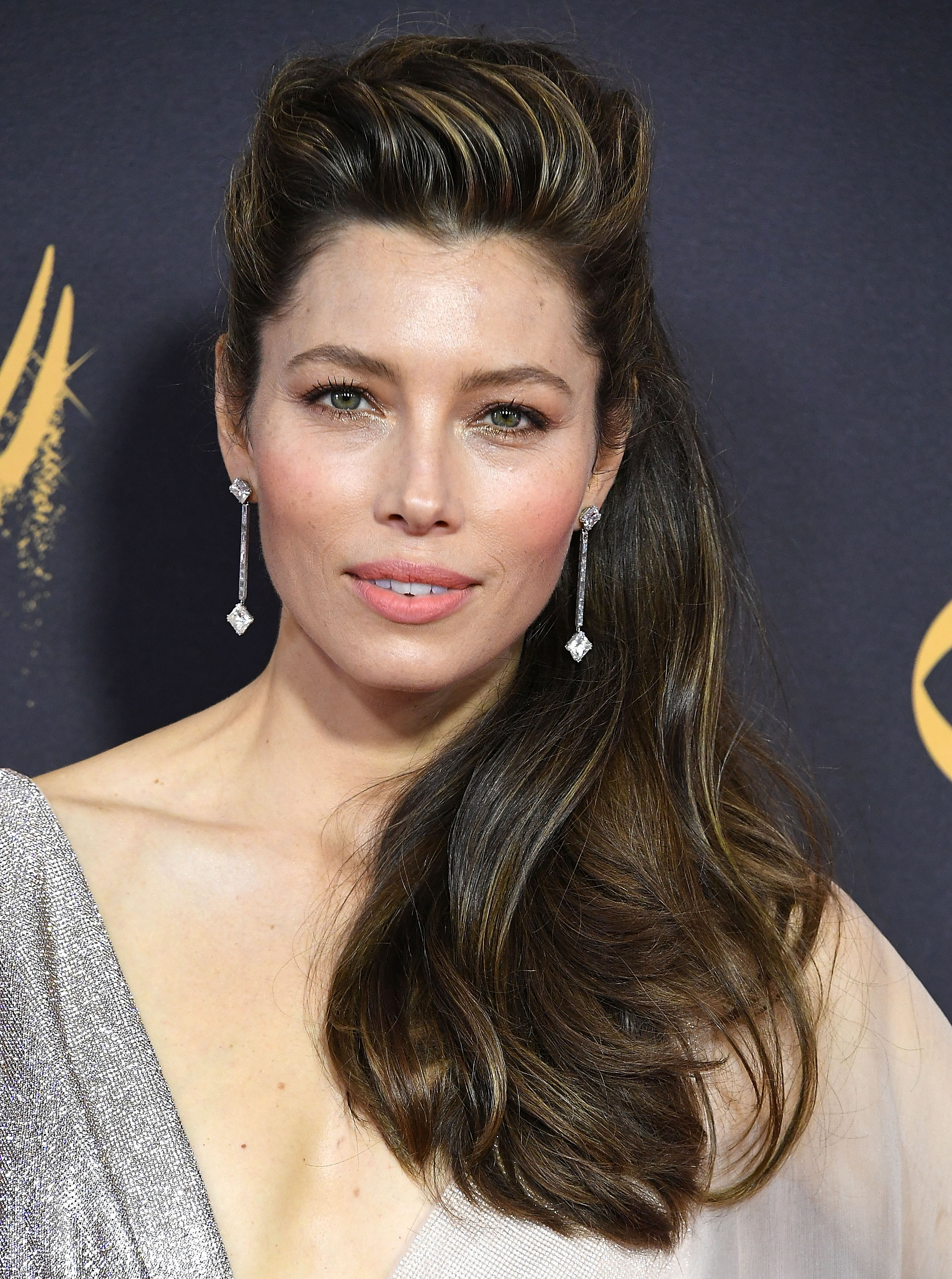 Jessica Biel's 2017 Emmys look makes us want to run out ... Jessica Biel