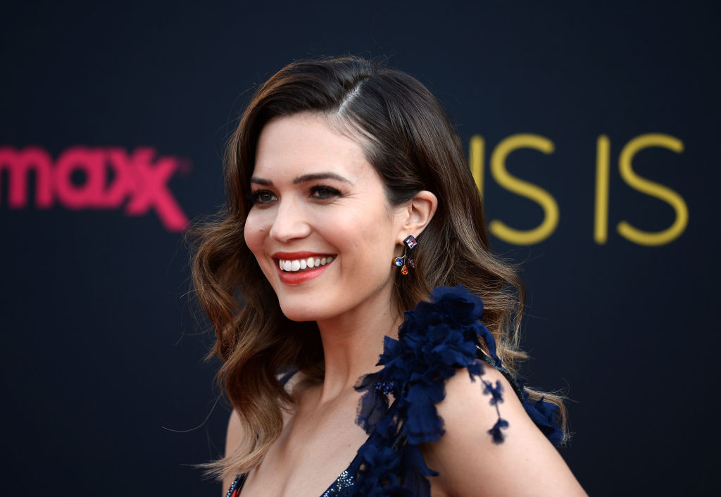Mandy Moore convinced us that you can wear pumpkin-orange and blue together