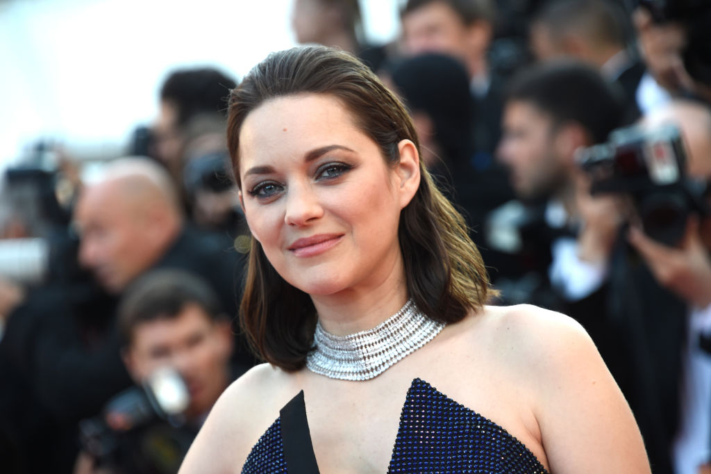 Marion Cotillard now has blonde hair, and she looks completely different