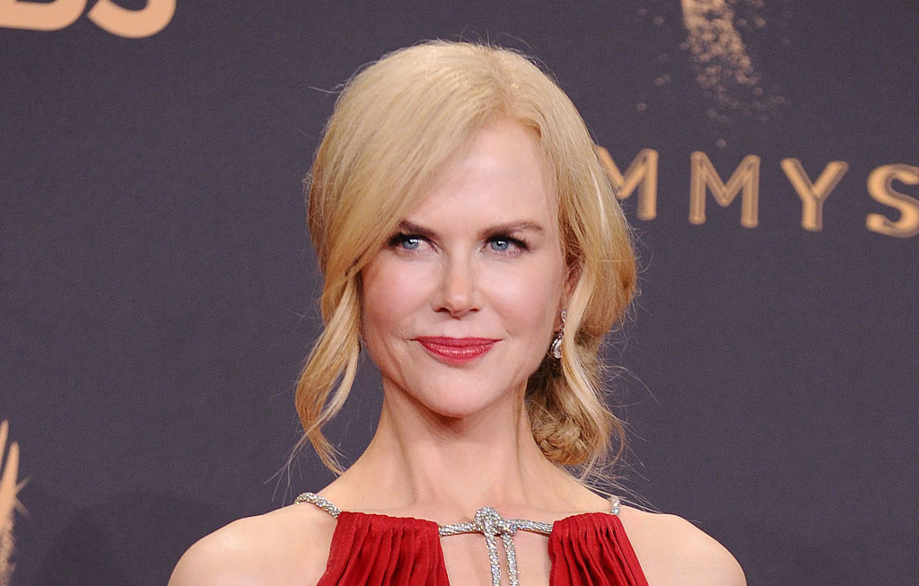 Nicole Kidman slayed the thigh-high boot trend at the 2017 AMAs
