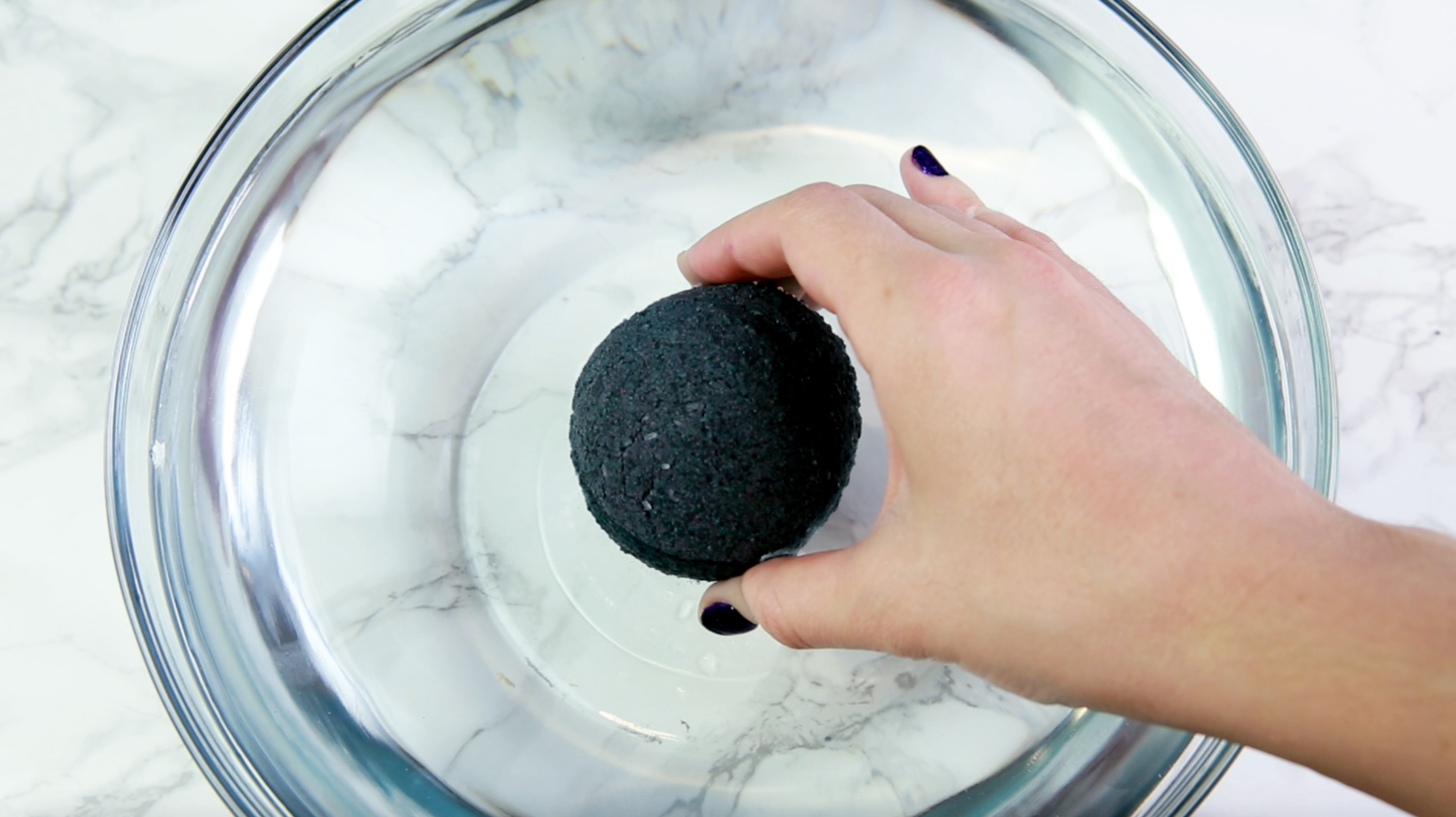 Diy Black Bath Bomb Hellogiggles