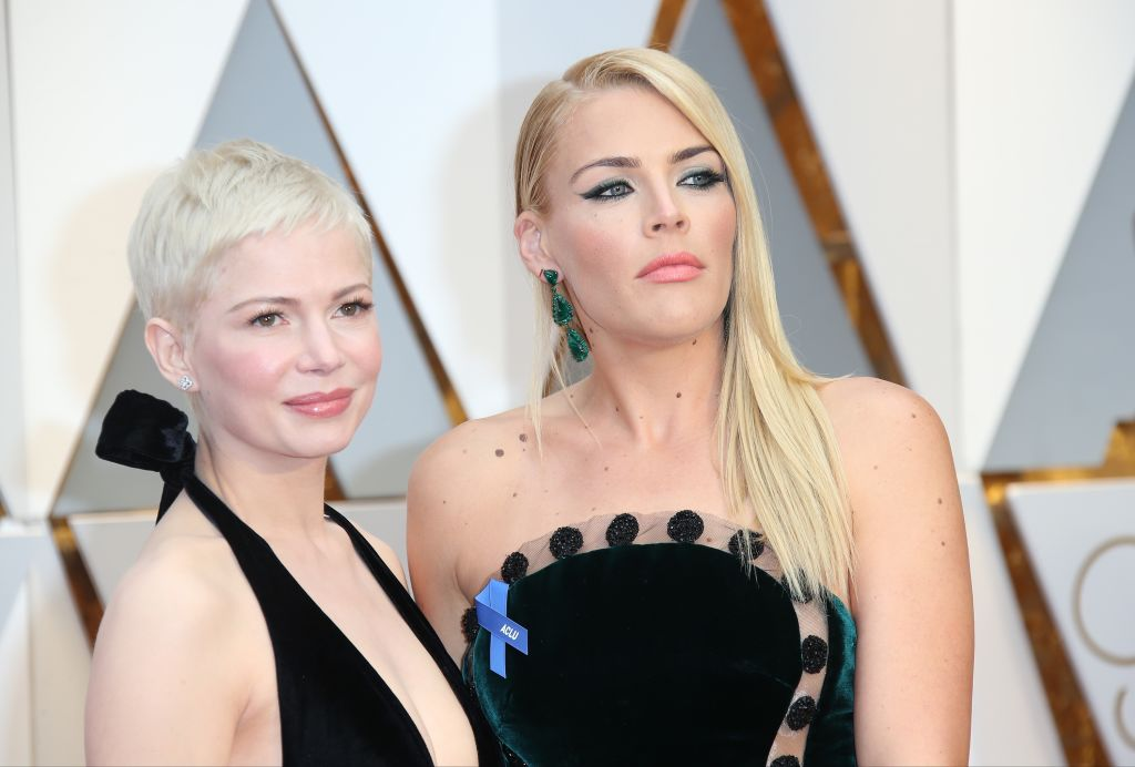 Michelle Williams let Busy Philipps dye her hair millennial pink while drunk, and surprisingly, she looks amazing