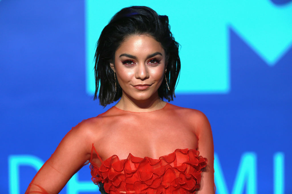 "Vanessa Hudgens is the perfect '90s witch in her ""The Craft"" costume, and we're getting major Halloween inspo"