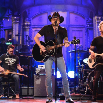 """Jason Aldean paid tribute to the Las Vegas victims on """"Saturday Night Live"""" with a Tom Petty cover"""