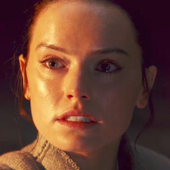 """Yes, it appears Rey DOES THAT in the latest trailer for """"Star Wars: The Last Jedi"""""""