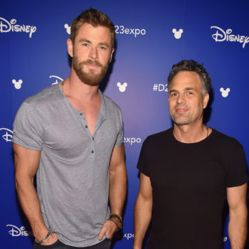 "Chris Hemsworth and Mark Ruffalo were adorable BFF goals at the ""Thor: Ragnarok"" premiere"