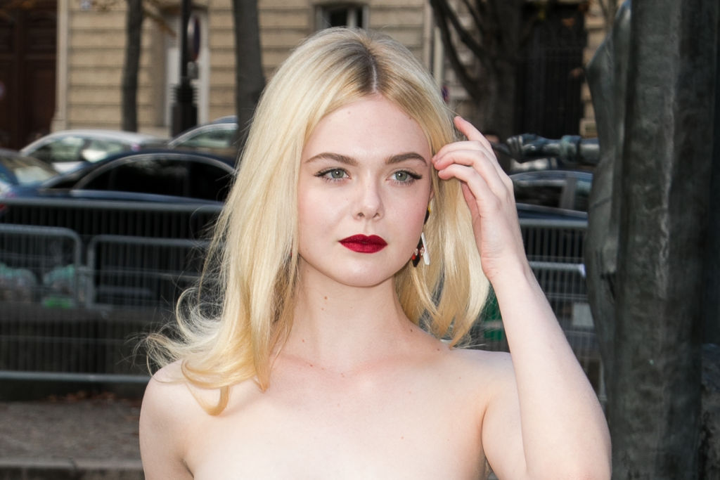 Elle Fanning is walking around New York City looking like Nancy Drew