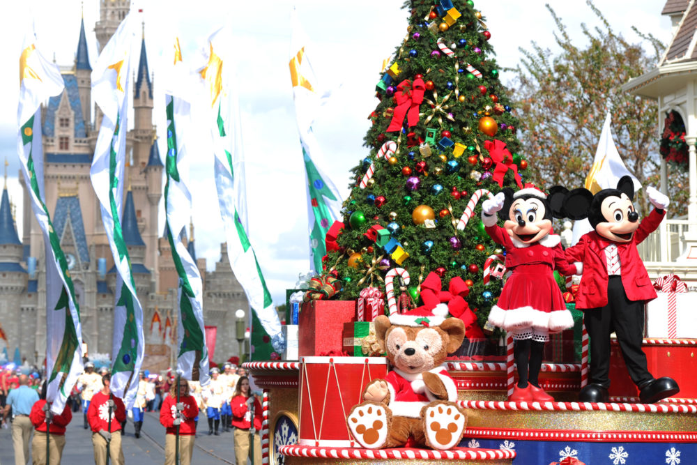 it is october 16th and disney world just put up some christmas decorations hellogiggles - When Does Disney Decorate For Christmas 2017