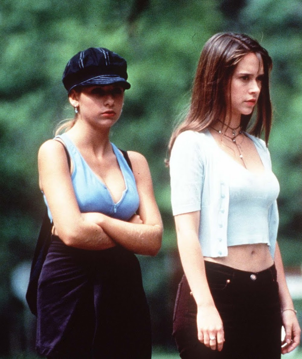 """I Know What You Did Last Summer"" turned 20, so here's how to copy the film's iconic '90s fashion"