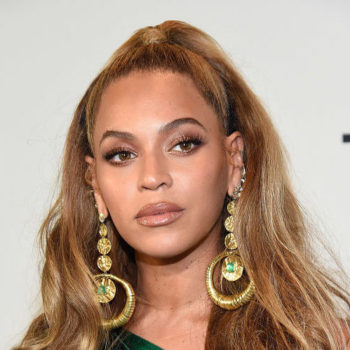 Beyoncé was peak Beyoncé in an emerald green gown and fuzzy purple wrap