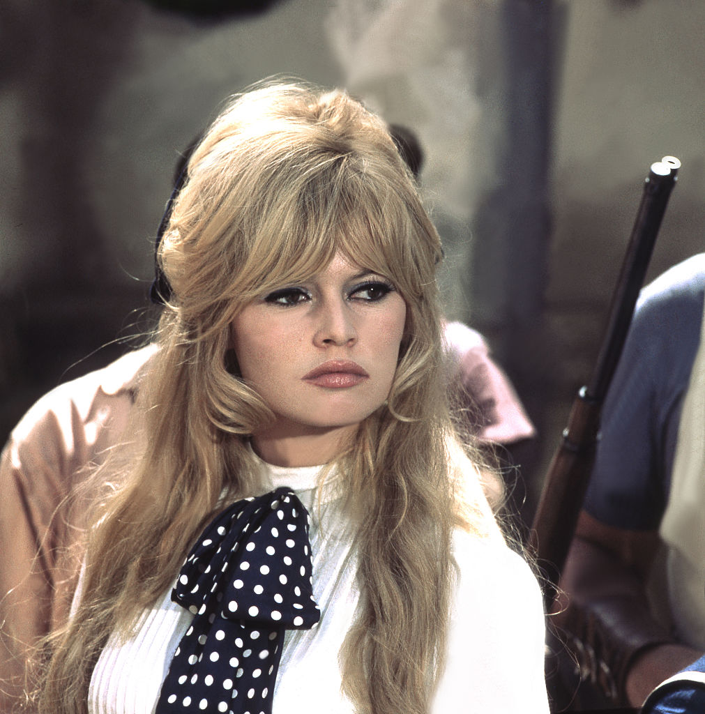 Elle Fanning Is A Mini Brigitte Bardot With Her New Bangs