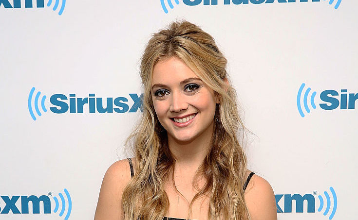 Billie Lourd is now a brunette, and this hair color will take you straight into winter