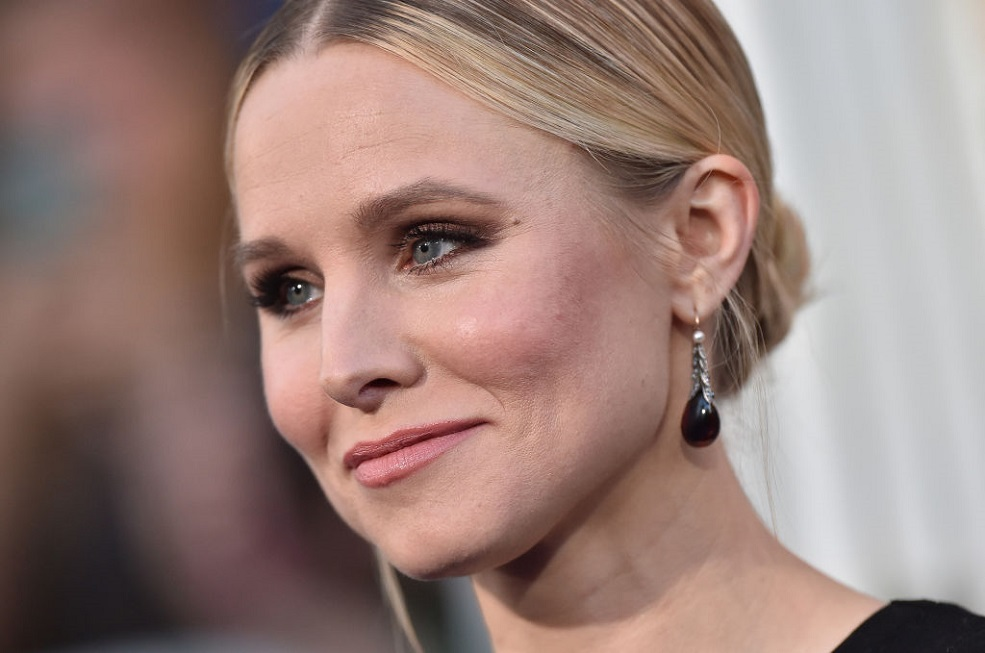 "Kristen Bell pumped breast milk during a ""Bad Moms"" script read, and here's why it matters"