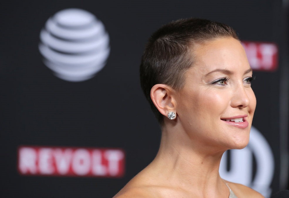 Kate Hudson's shaved head has grown out into an adorable pixie haircut