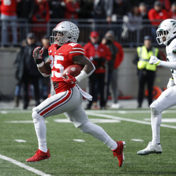 "Ohio State brilliantly trolled Apple's ""i"" glitch at a football game"