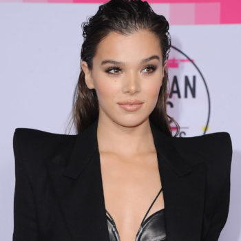 How to get Hailee Steinfeld's just out-of-the-shower hair lewk from the 2017 AMAs