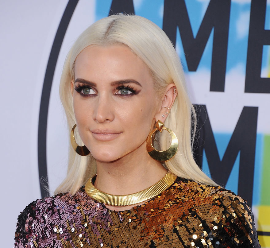 Ashlee Simpson made a rare appearance at the 2017 AMAs ...