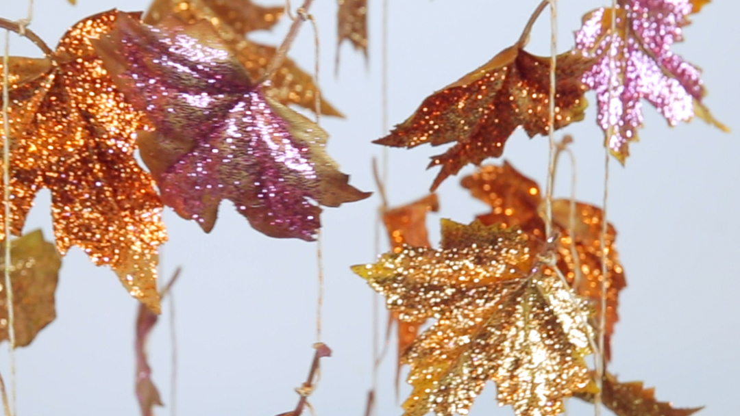 Hang this glitter leaves chandelier in your home for the sparkliest Thanksgiving ever