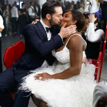 Stop what you're doing and come see Serena Williams' stunning wedding band