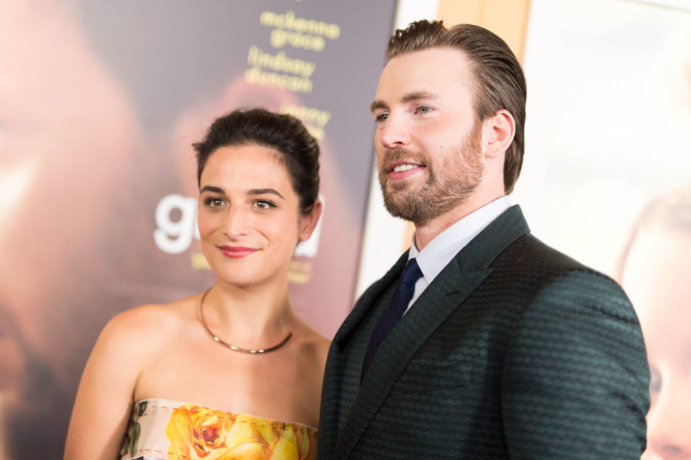 Jenny Slate and Chris Evans are officially back together, because 2017 isn't all bad