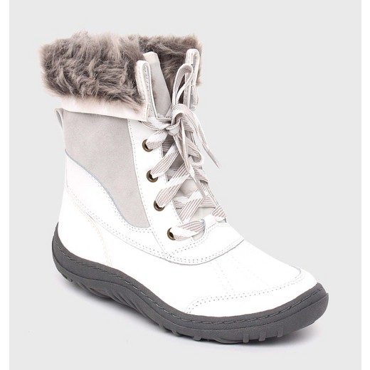 3d68ca5c6c30 Cute snow boots  11 styles that will get you through the winter ...