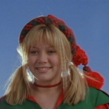 "Bizarre things you forgot happened in the ""Lizzie McGuire"" Christmas episode"