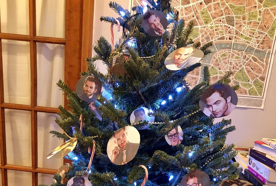 It's not Christmas until you have a Chris-mas tree decorated with Chris Pine's face