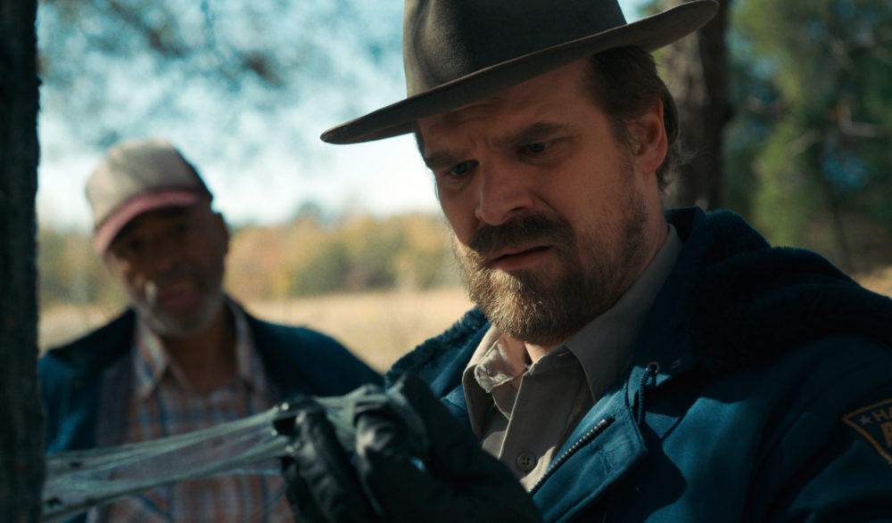 "David Harbour hopes his Golden Globe nom means he won't die in ""Stranger Things"" Season 3"