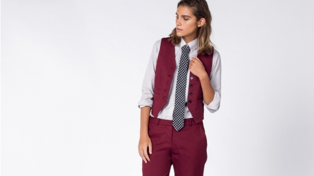 18 Gender Neutral Outfit Ideas To Wear To Your Holiday Office