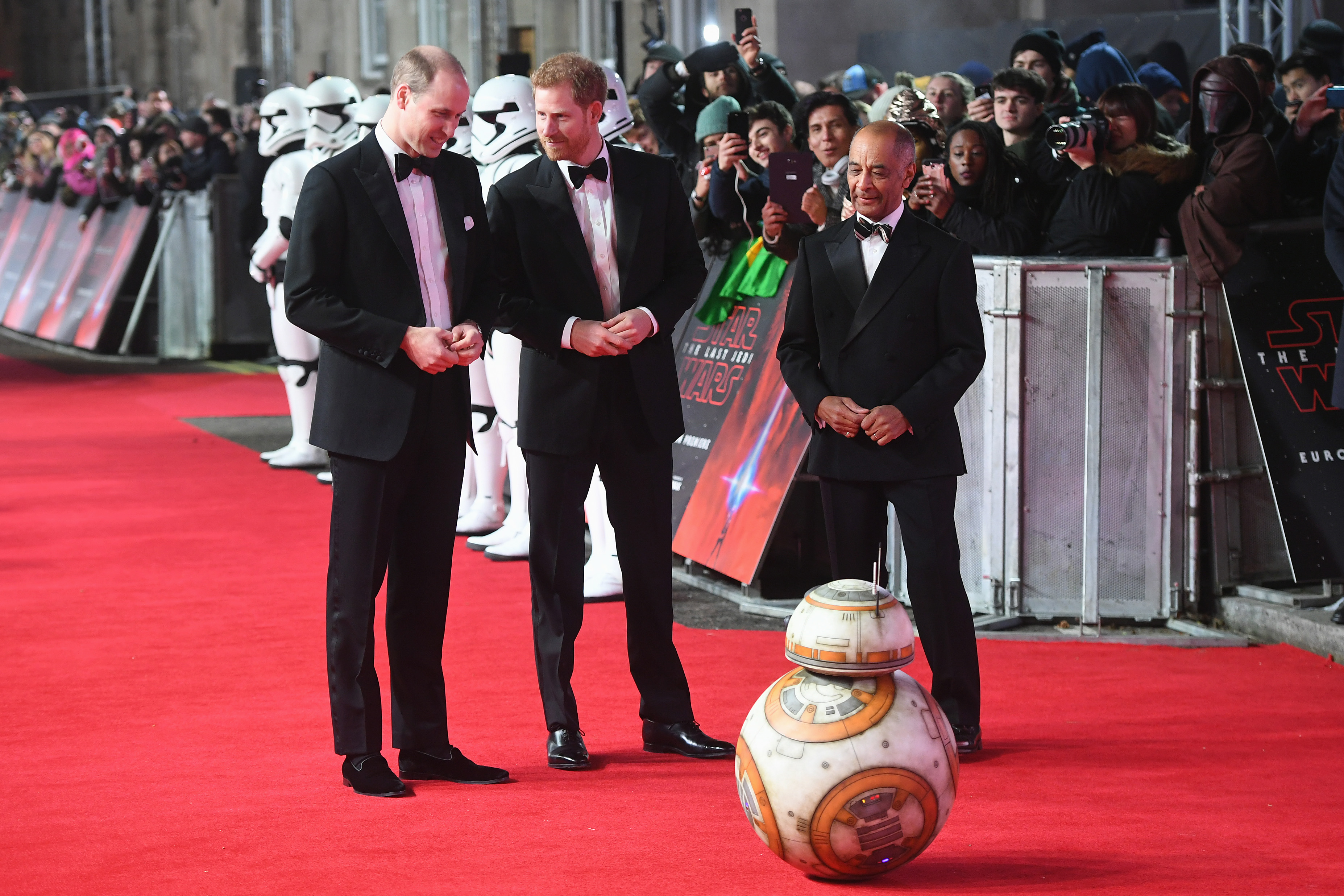 "BB-8 just met Prince William and Harry at the ""Star Wars"" premiere, and the super respectful droid *bowed*"